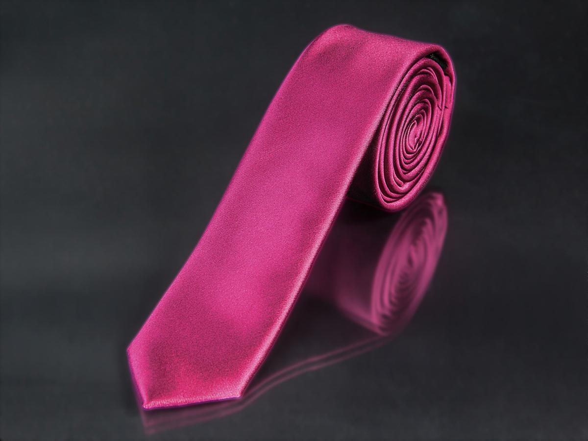 Kravata pánská AMJ úzká, proužkovaný vzor KI0002, sytě růžová